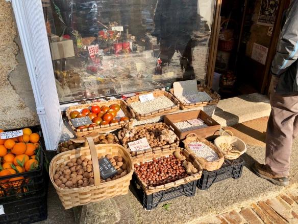 Productos gallegos (y foráneos) en la plaza de la catedral.