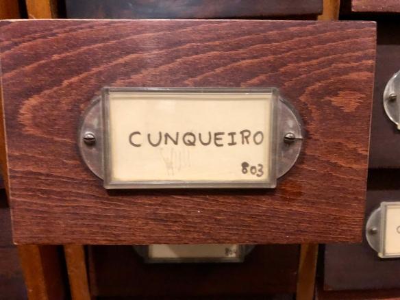 Gaveta dedicada a Álvaro Cunqueiro. Detalle.