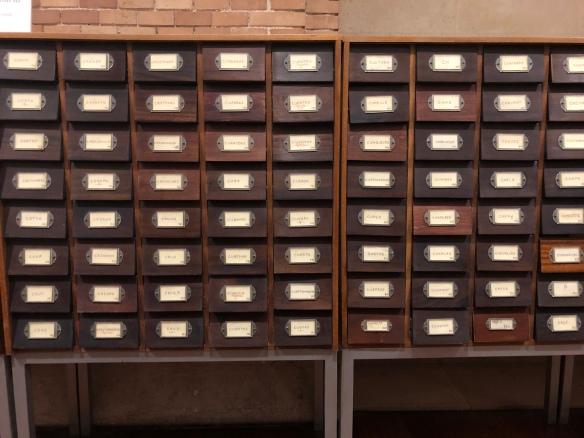 Gavetas de un archivador de la Biblioteca Nacional de España.